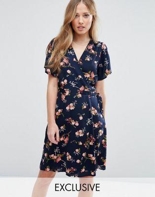 feb017259 Vestido cruzado con estampado floral de Vero Moda