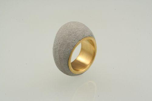 Concrete jewelry - concrete - golden ring | Betonsierraad - ring beton en goud