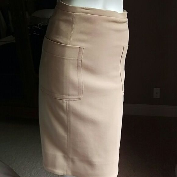 Zara woman skirt Tan above the knee cream tan lined skirt, two side pockets and zipper on back. I will let you choose a free gift (anything below $10) from my closet if you make a full price purchase  above $12 from my already super discounted closet. Zara Skirts Midi