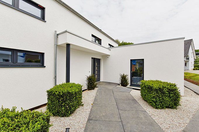 Neues Musterhaus Bad Vilbel / Einfamilienhaus Atrium - von OKAL ...