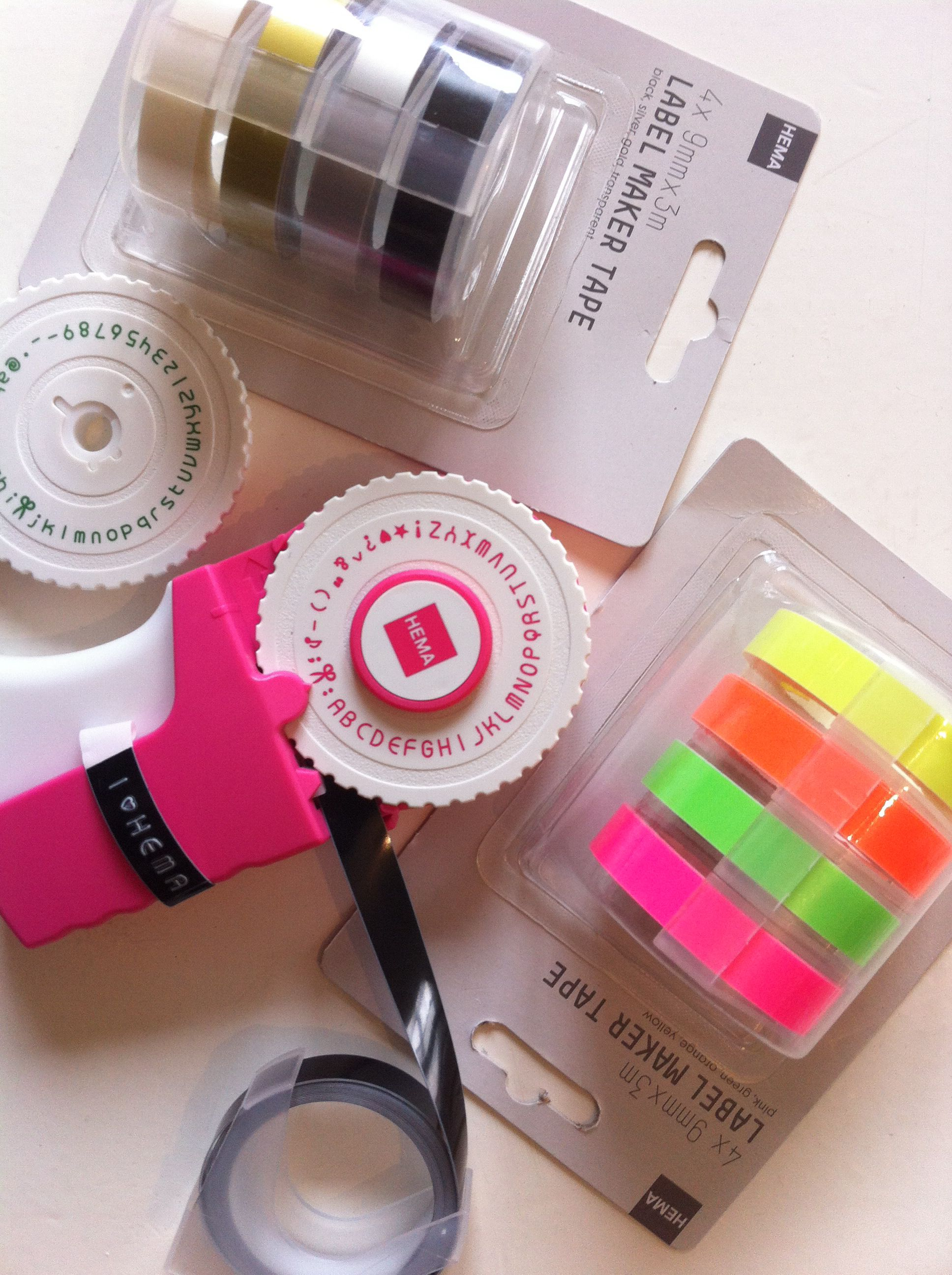 Oh, i love LOVE the HEMA! Label maker and tape refill in all