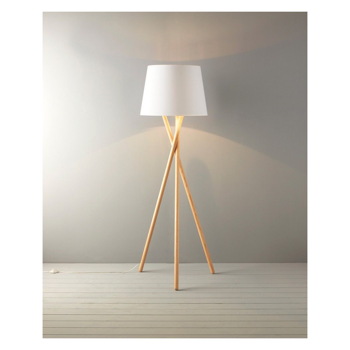 Pin By Volskaya Tatyana Anatolevna On Mebel Wooden Tripod Floor Lamp Floor Lamp Base Floor Lamp