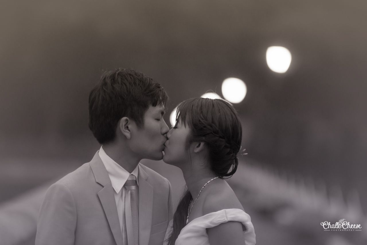 pre wedding photography singapore deal%0A Destination PreWedding Photoshoot in Singapore with Cynthia Jie Liang    Candid Photojournalistic Wedding Photography