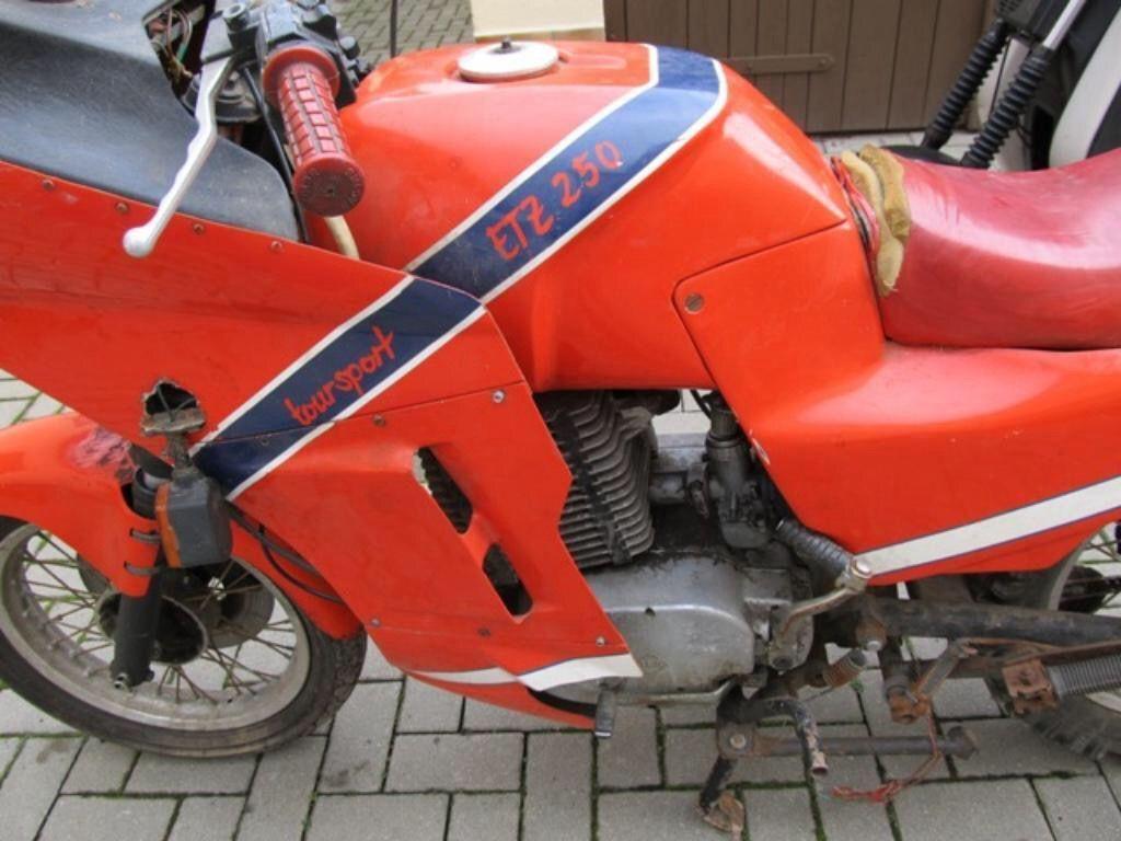 1983 MZ ETZ 250 mit Eigenbau Vollverkleidung