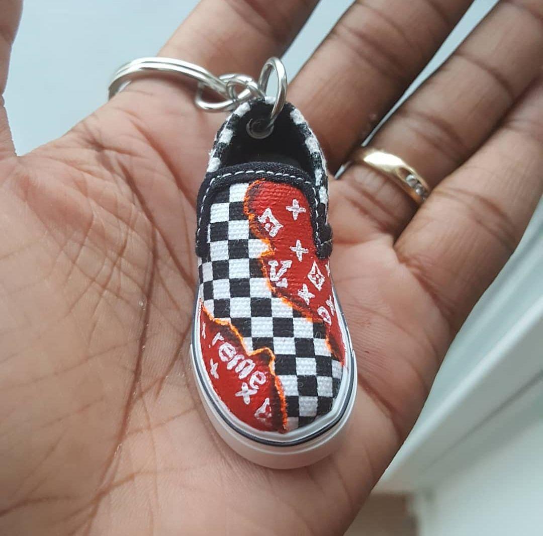 vans checkered chaussures keychain