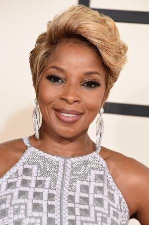 Short Haircuts: The Best Edgy Styles for Black Women | Blondes ...