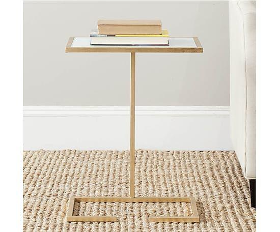 Table basse NEIL métal et verre, doré - H53 169€ au lieu de 300€ chez Westwing.fr Idéal en bout de canapé et pour pianoter sur son ordi depuis le canapé!
