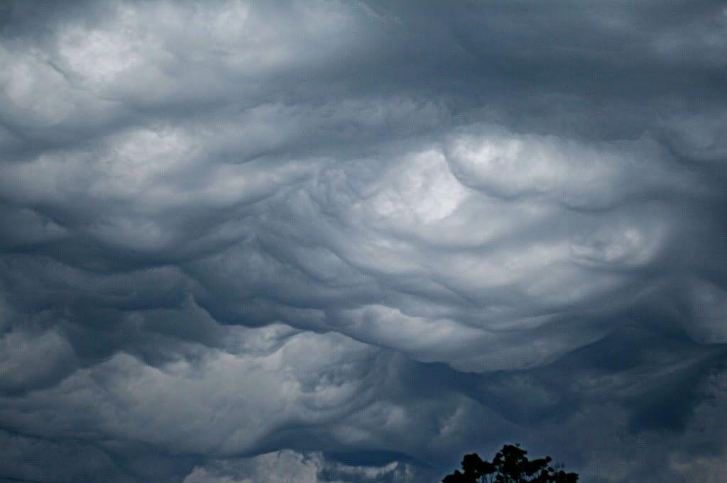 Heavy storm clouds     Photobucket User: paigehorselvr