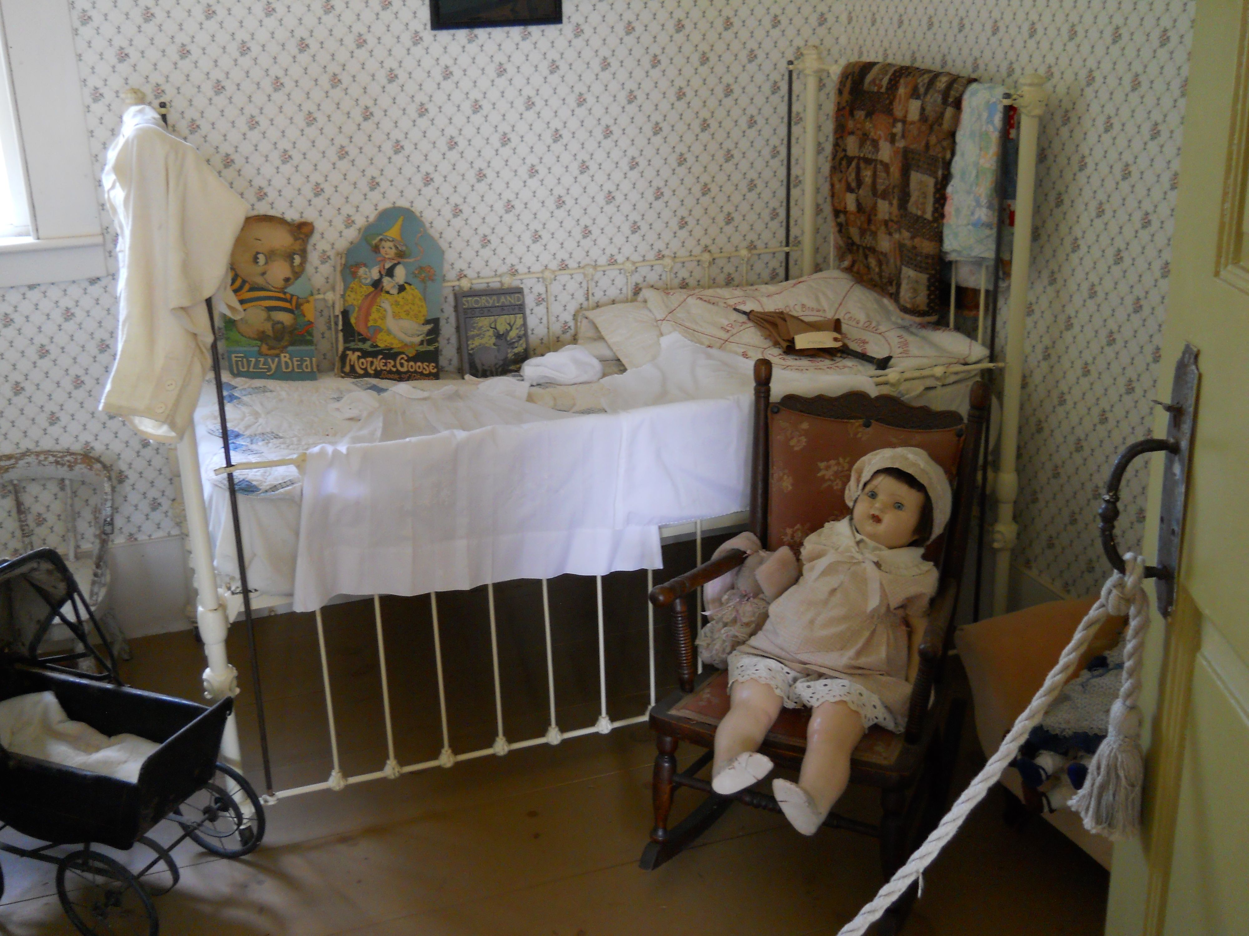 Baby bed youtube - Olden Day Typical Little Girls Bedroom Https Www Youtube Com