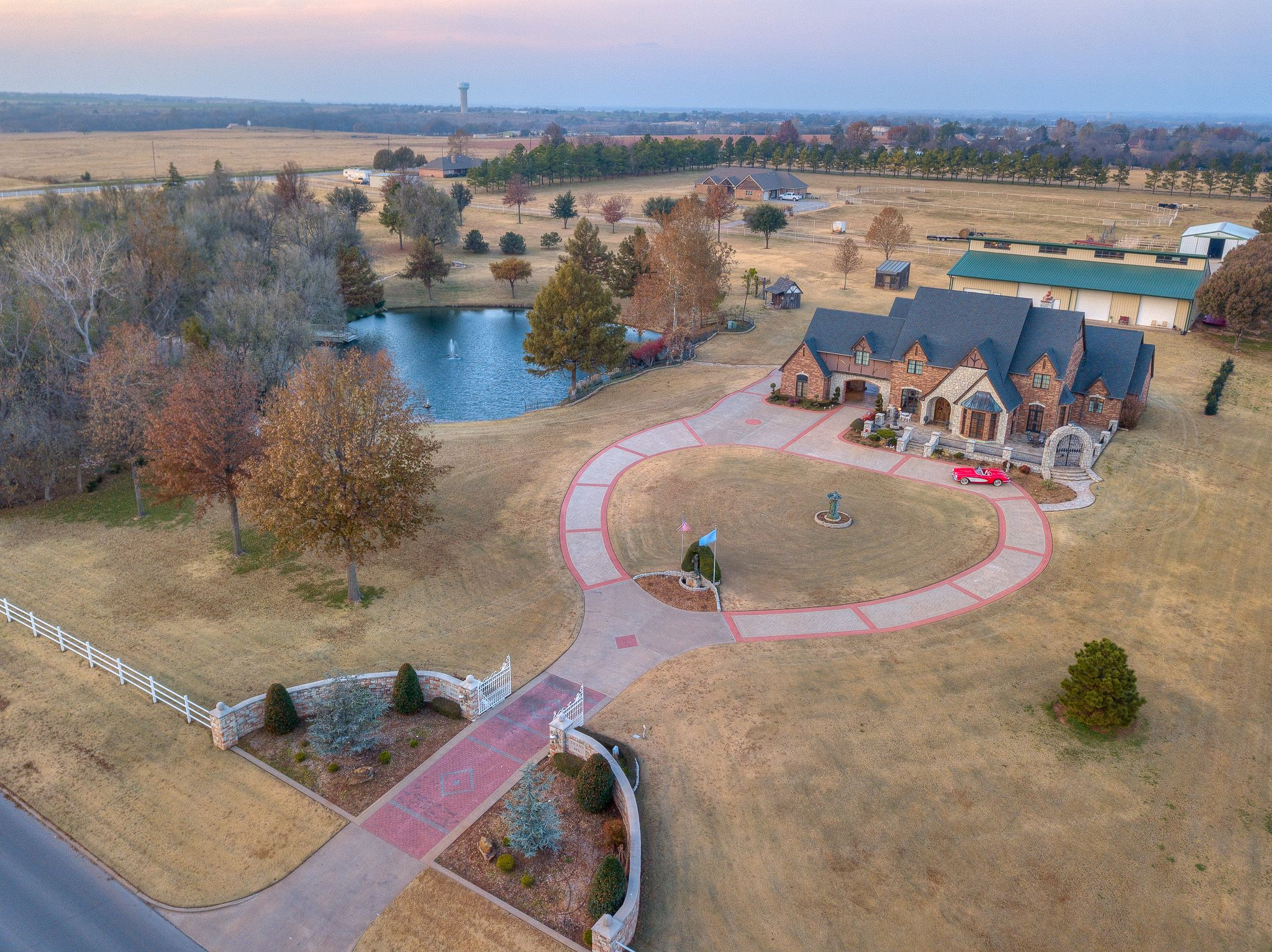 Just Gorgeous This Gated Luxury Property Is On 10 Acres In Chickasha Oklahoma Only 2 Miles From I 44 Wyatt Poindext Luxury Estate Sale House Luxury Property