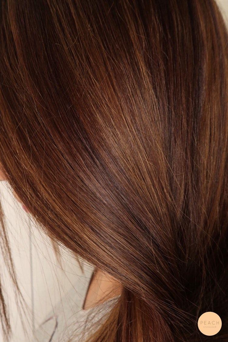 Från blond till brunett med varma hårfärger och fina slingor