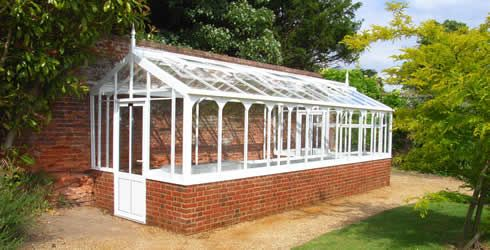 victorian greenhouse against a wall - Google Search | Jardins