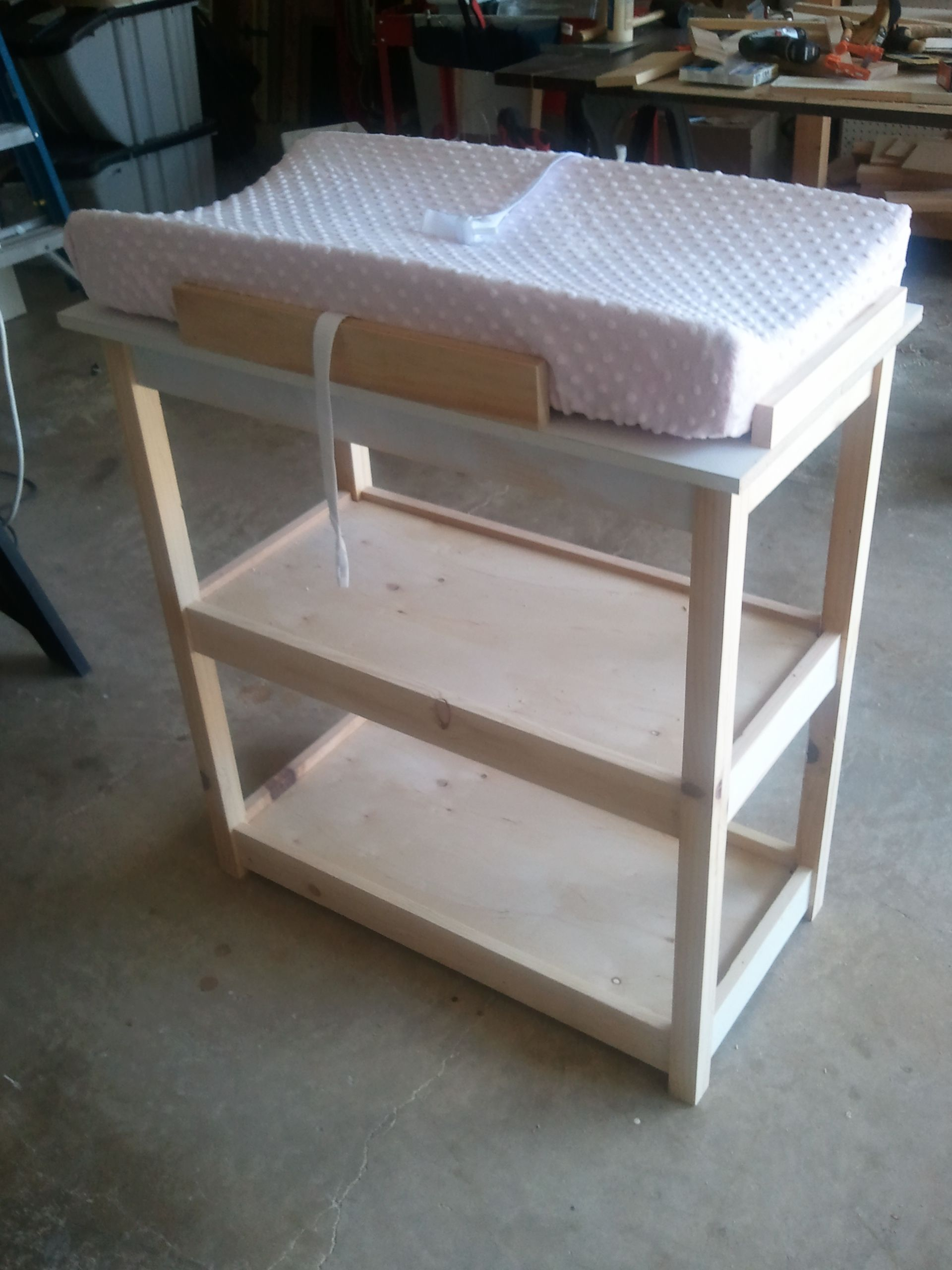 Table A Langer Escalier hand crafted baby changing table, not bad huh? en 2020