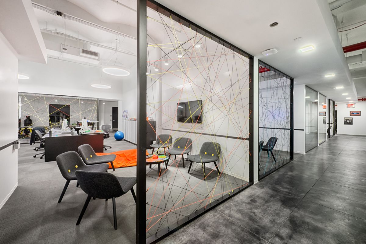 The Wonderfully Designed Offices Of Spotify In New York City Corporativas Layout Ideias Escritorio
