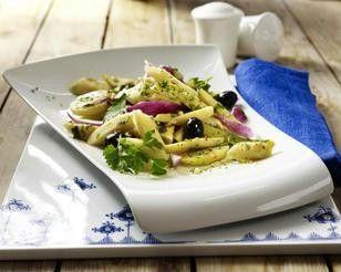Das Rezept für Pastinaken-Kartoffel-Salat mit Petersilienpesto und weitere kostenlose Rezepte auf LECKER.de
