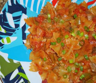 Keeping up with the Kitchen Mom: Creamy Tomato Beef Farfalle
