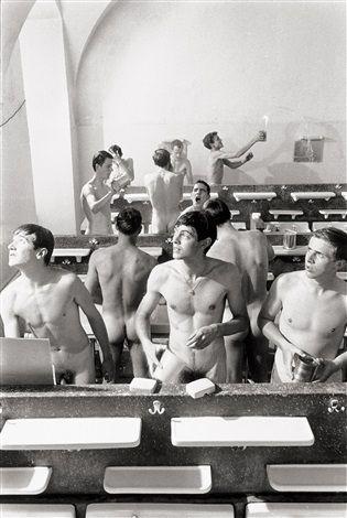 Nach dem Licht schauen. Jungs beim Waschen, Sc von Will McBride