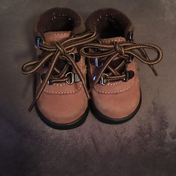 OKB Baby boy boots New condition, worn one time by my son when he was just a couple months old. Some piling on the inside of the show, other than that, they're PERFECT and so cute! ⭐️MSG BEFORE PURCHASE, CROSS POSTED! ⭐️ Osh Kosh b Gosh Shoes