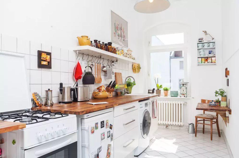 Superschöne sonnige und helle Altbauwohnung mit weißem Fliesenboden - küche selber planen