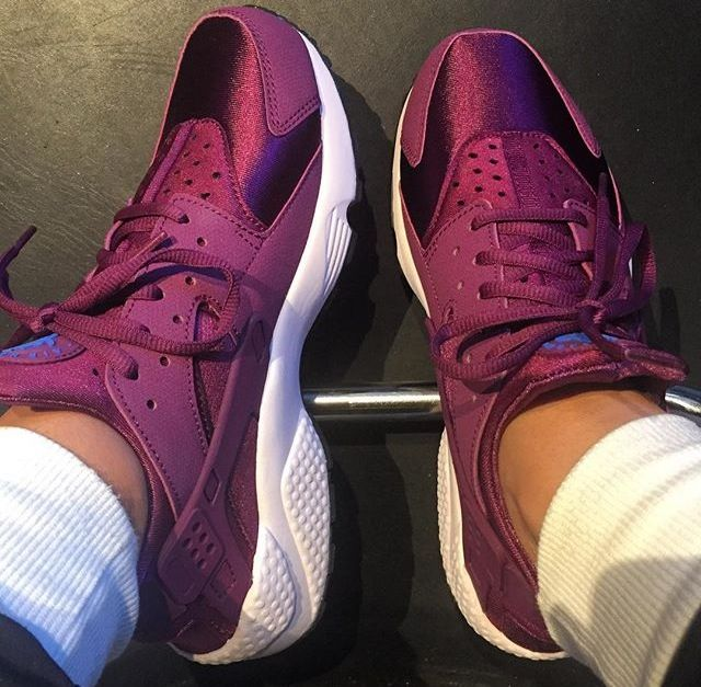 nike free huarache light purple hair