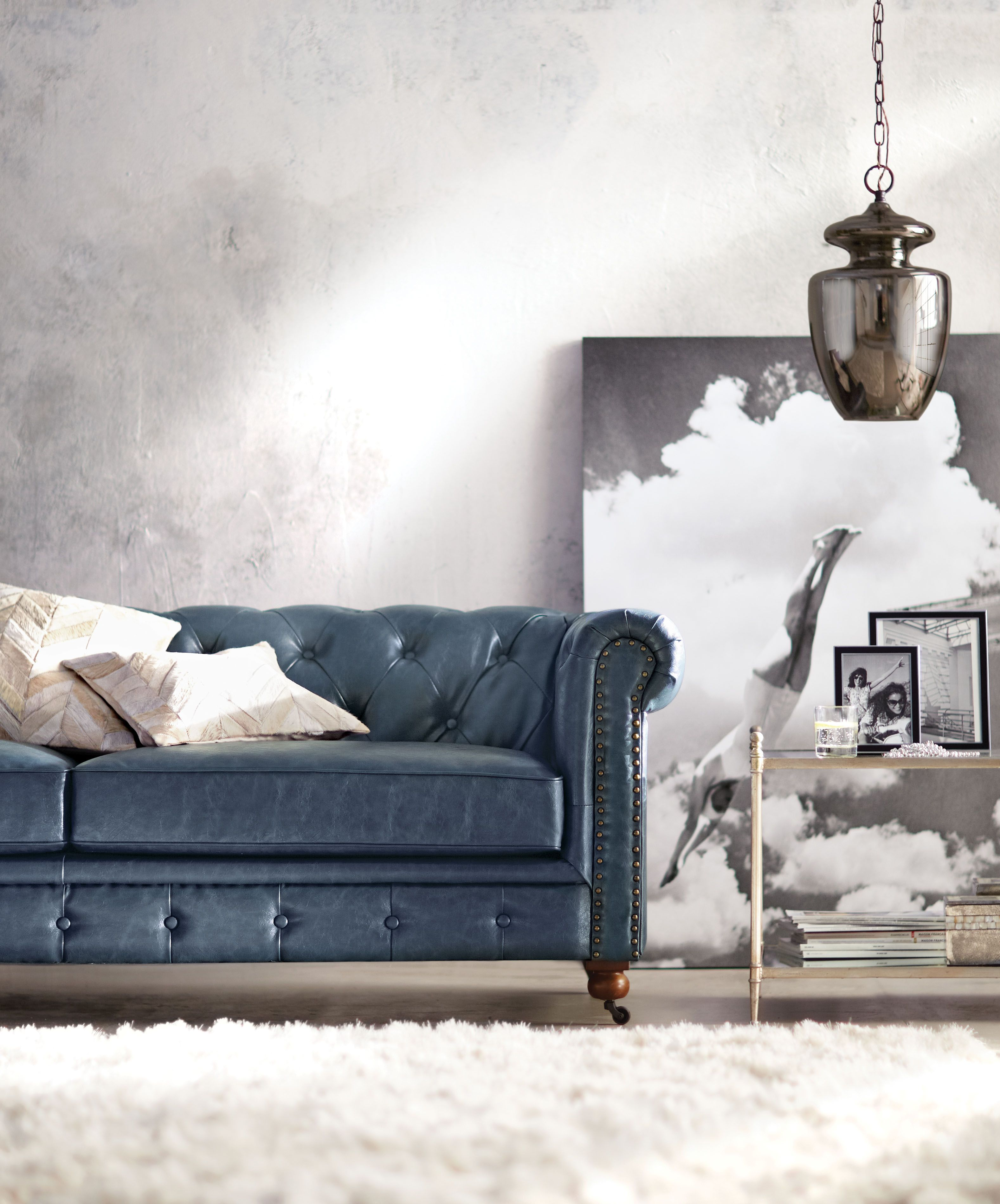 Best Got To Love A Blue Leather Sofa Pair It With A Soft White 400 x 300