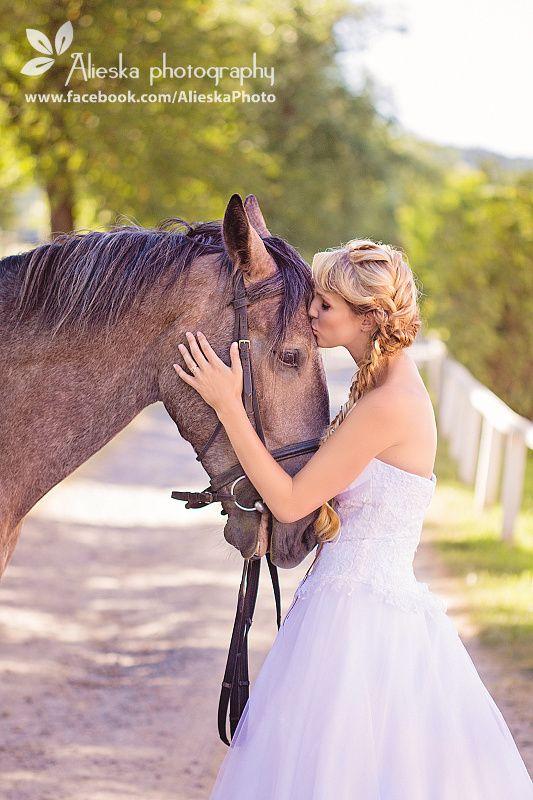 #horsewedding, #bride, #vintagewedding, #horse, #wedding, #vintage, #farm, #alieskaphoto, #kiss, #horsekissing, #equestrian