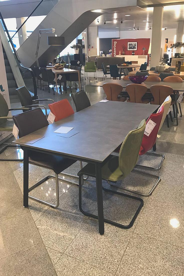 Design Tafel Meubels.Eettafel En Eetkamerstoelen Luna Van Bree S New World