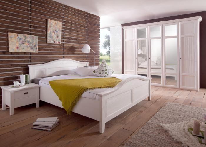 Sehr Schönes Landhaus Schlafzimmer In Weiss Aus Massiver Pinie