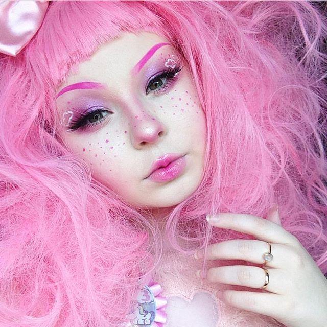 @_midnightradio is toooooo cuuuuuuute!! She's wearing #sugarpill eyeshadows and lashes and @jeffreestarcosmetics Doll Parts lipstick.
