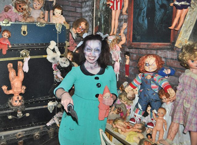 At Darkside Haunted House A Reporter Becomes A Creepy Character Haunted House Creepy Dolls Creepy