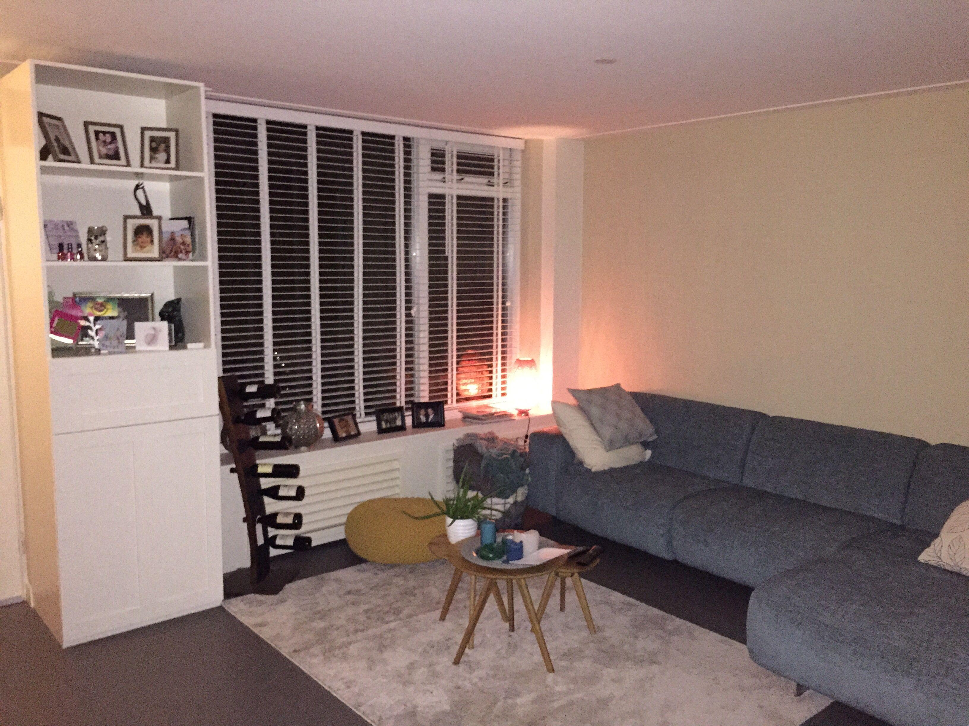 Beste Bijverwarming Woonkamer : Onze woonkamer met ombouw voor de verwarming zitvensterbank en