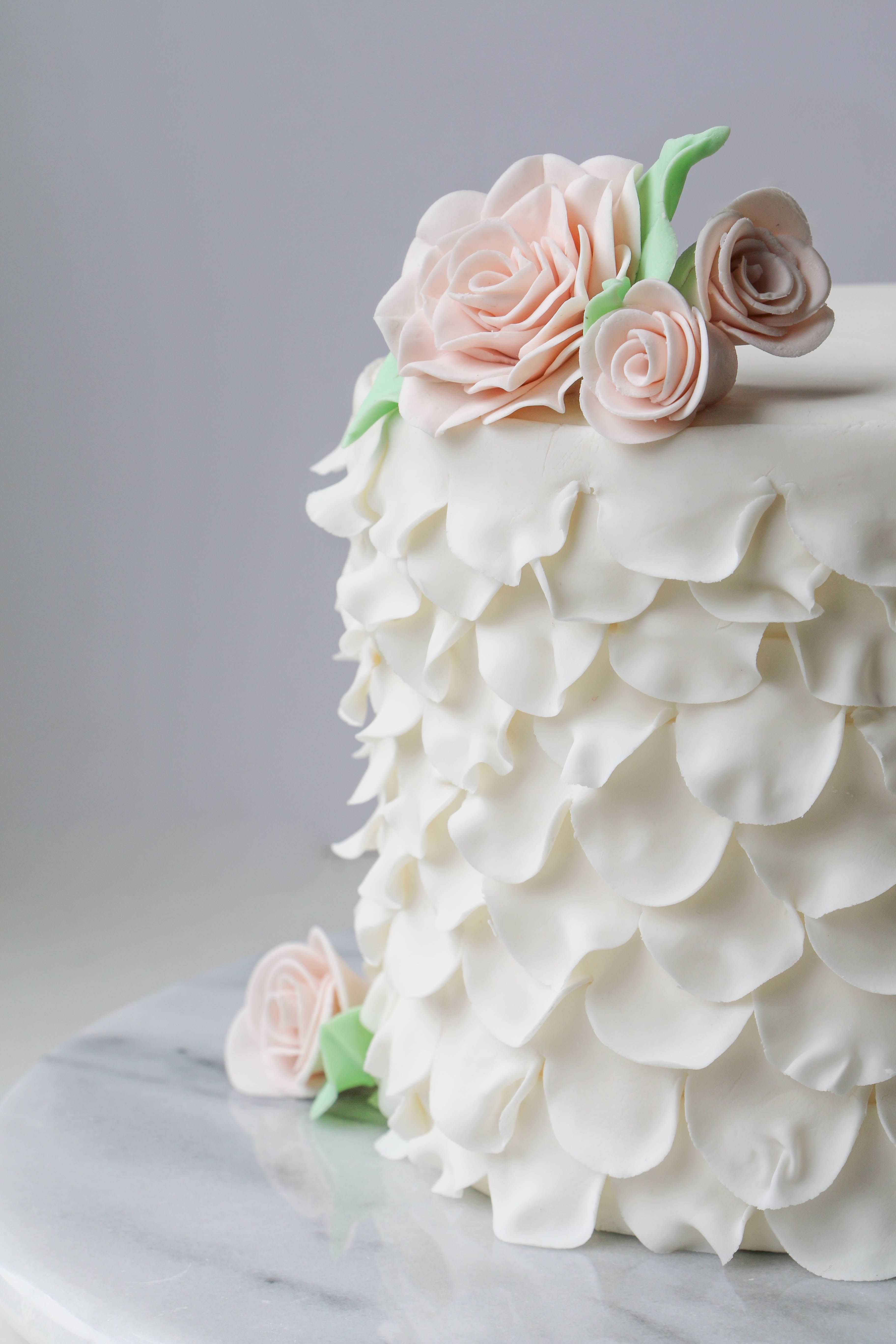 How To Use This 1 Tool To Make Roses Ruffles More Cake Decorating With Fondant Camo Wedding Cakes Fondant Flowers