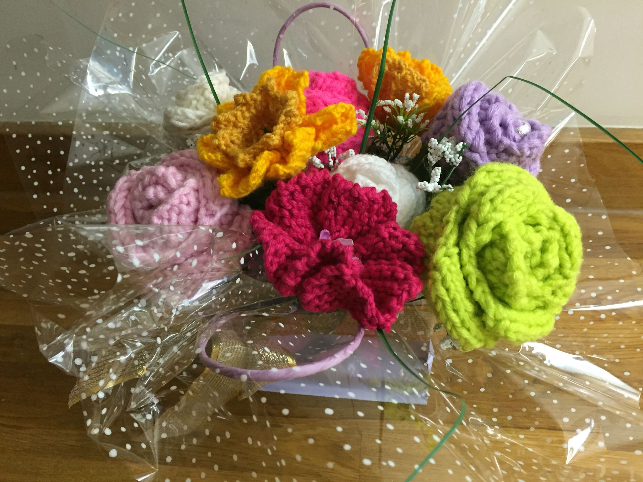 Knitted flower bouquet | knitting | Pinterest | Knit flowers