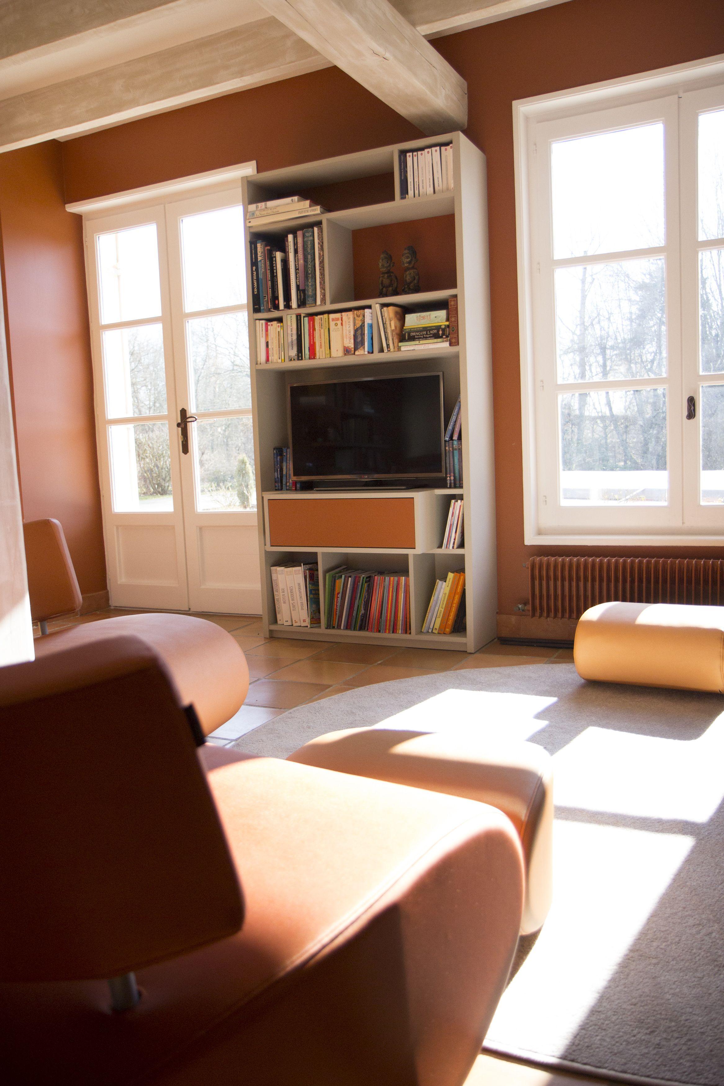 rnovation salon maison de campagne salon tv teinte chaude ambiance chaleureuse orange