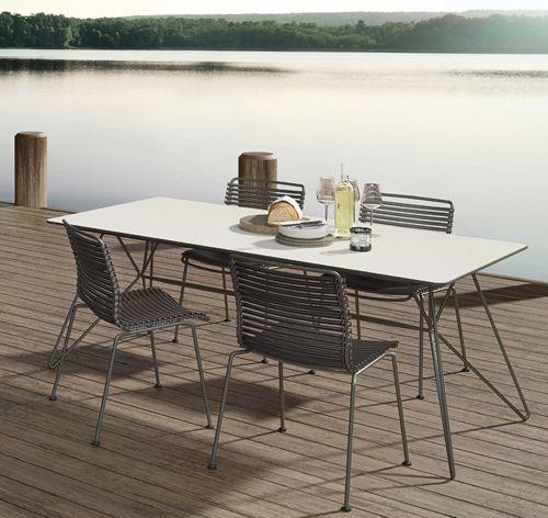 Click Stuhl mit String Tisch von Houe. Mit dieser robusten Sitzgruppe wird das Grillen auf der Terrasse zum rundum glücklichen Sommergefühl. Wer dann nicht die traumhafte Aussicht genießen kann: http://blog.ikarus.de/garten/houe-gartenmobel_8344.html