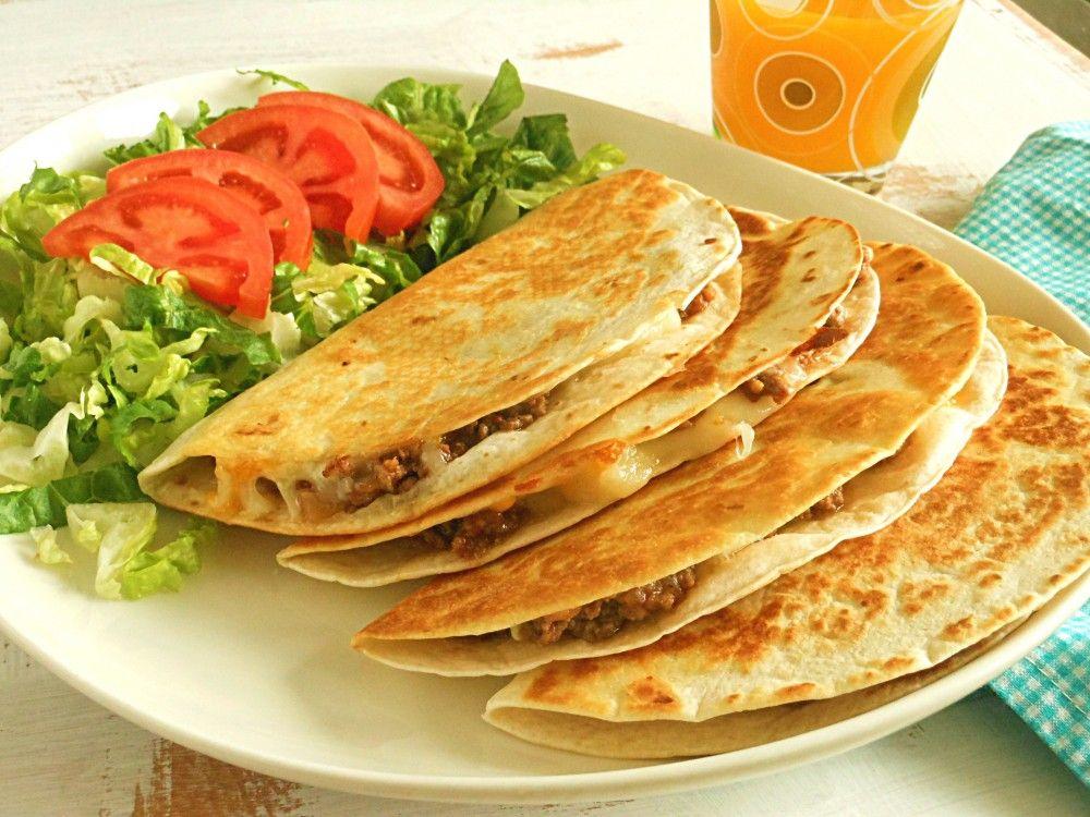 جربي كاساديا الدجاج علي الطريقة المكسيكية قدميها مع الكاتشب أو المايونيز كعشاء خفيف الليلة Recipes From Heaven Light Recipes Dinner Sides
