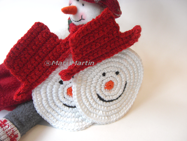 Christmas Crochet Coasters Snowman (No pattern, but looks very easy to make...) (CE)