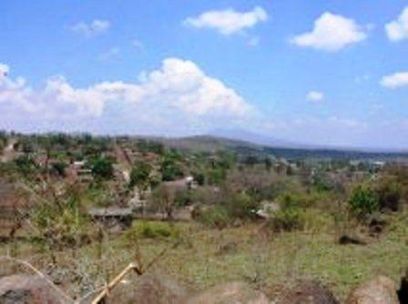 Ziquítaro. Cerrito de La Santa Cruz (ahora barrio) y a la derecha, La  Penca