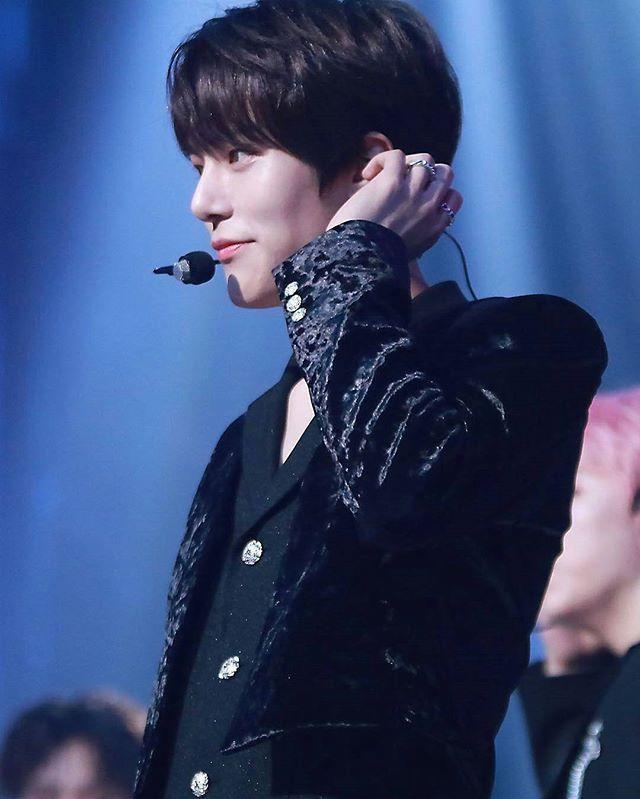 Prince MINHYUK in BLACK❤❤❤❤❤ . . #monstax #monsta_x #starshipentertainment #wonho #hyungwon #jooheon #kihyun #changkyun #shownu #minhyuk #monbebe #원호 #형원 #셔누 #기현 #주헌 #민혁 #아이엠 #IM #몬스타엑스