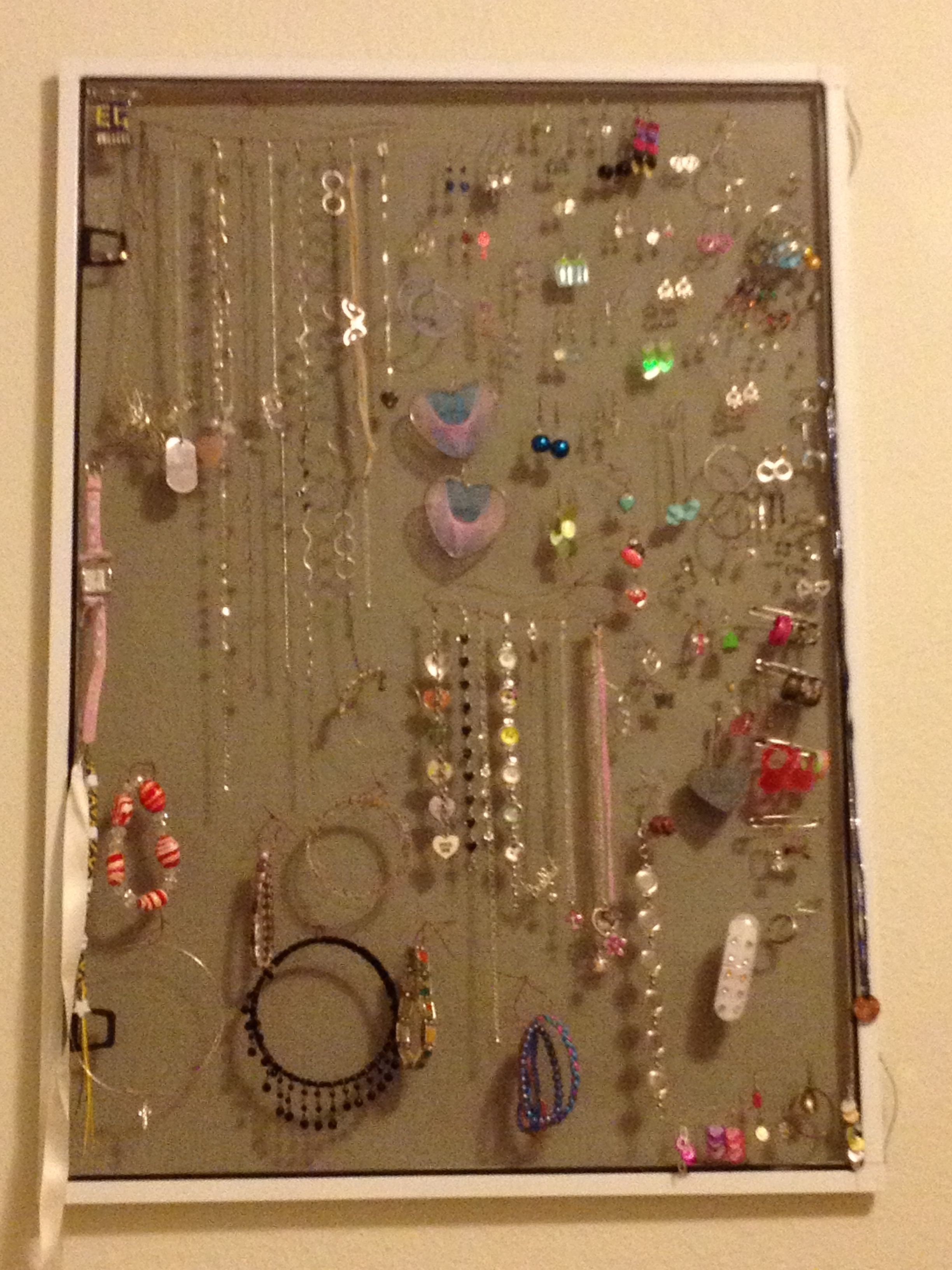 Cute Way To Display Jewelry For A Garage Sale Jewellery Display