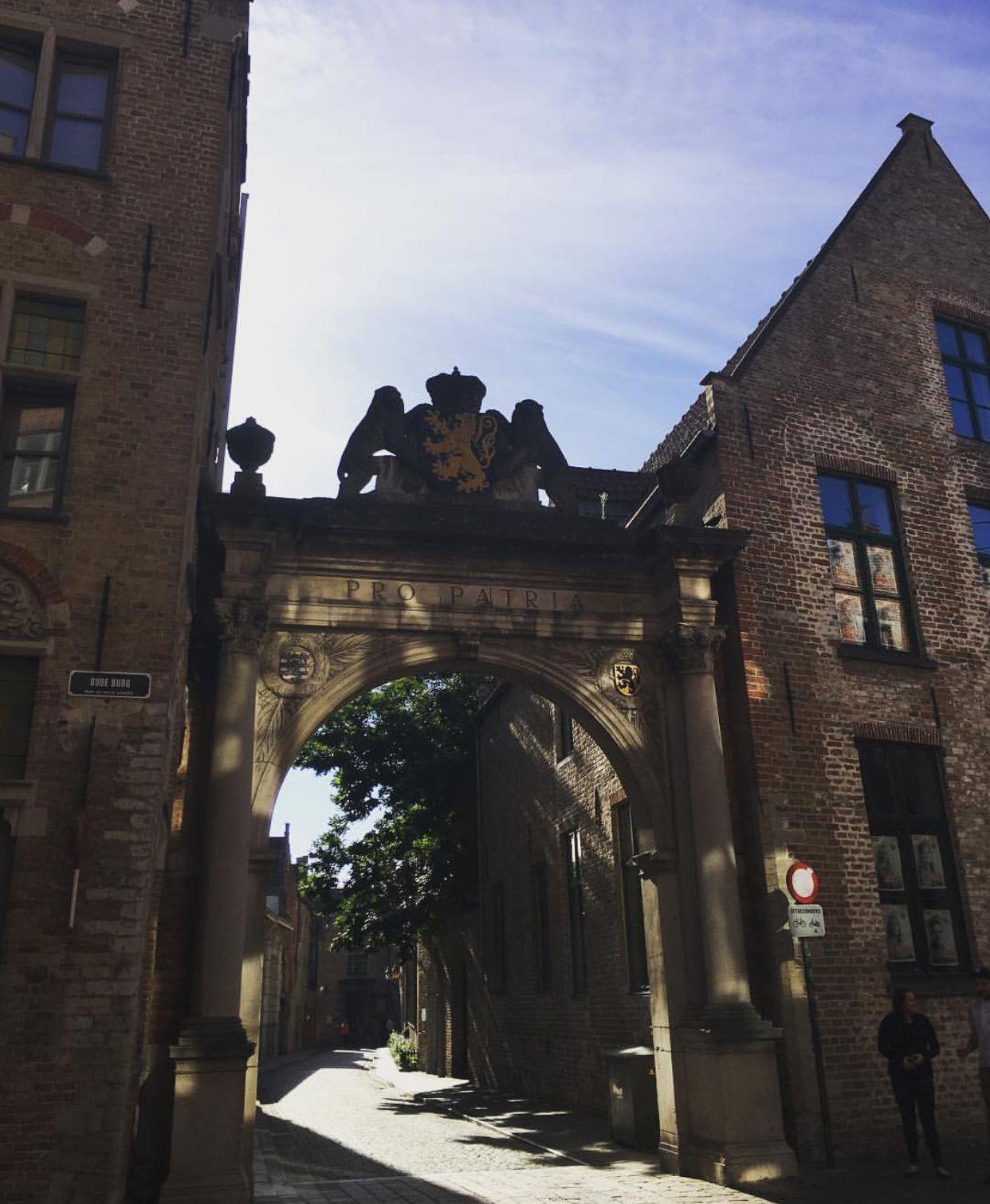 Praalboog Pro Patria memorial, Bruges Brooklyn bridge