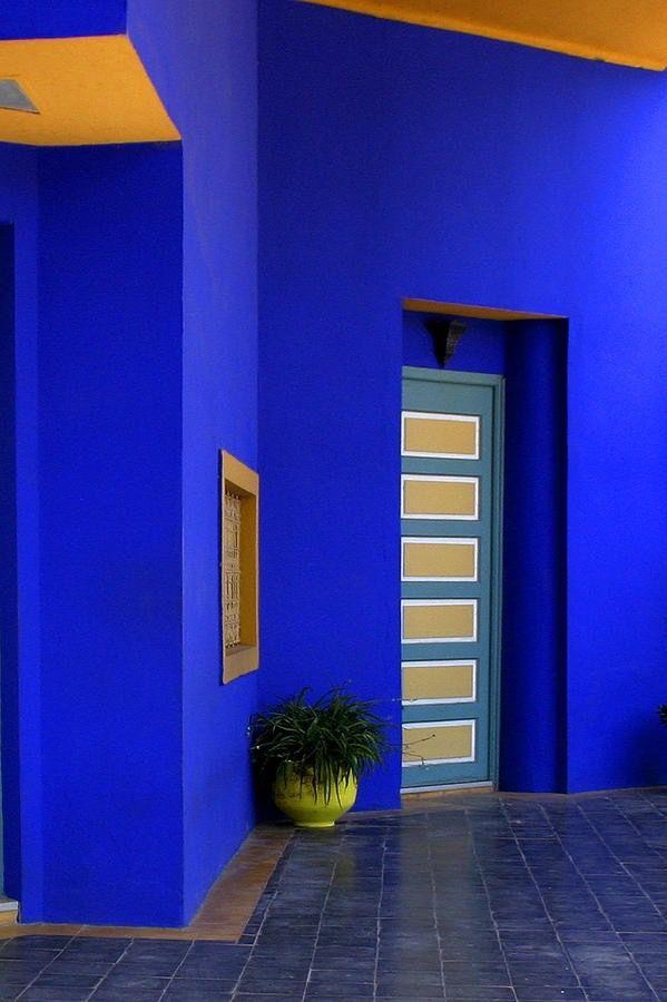 Mur Bleu Marocain En 2019 Murs Bleus Bleu Et Jardin Majorelle
