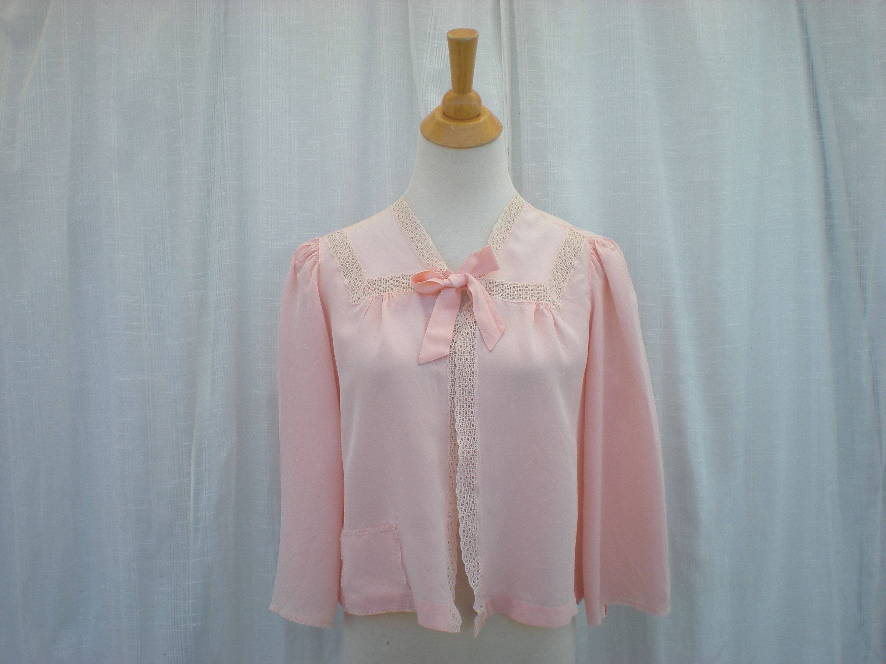 Bed jacket pink 50s with flowers