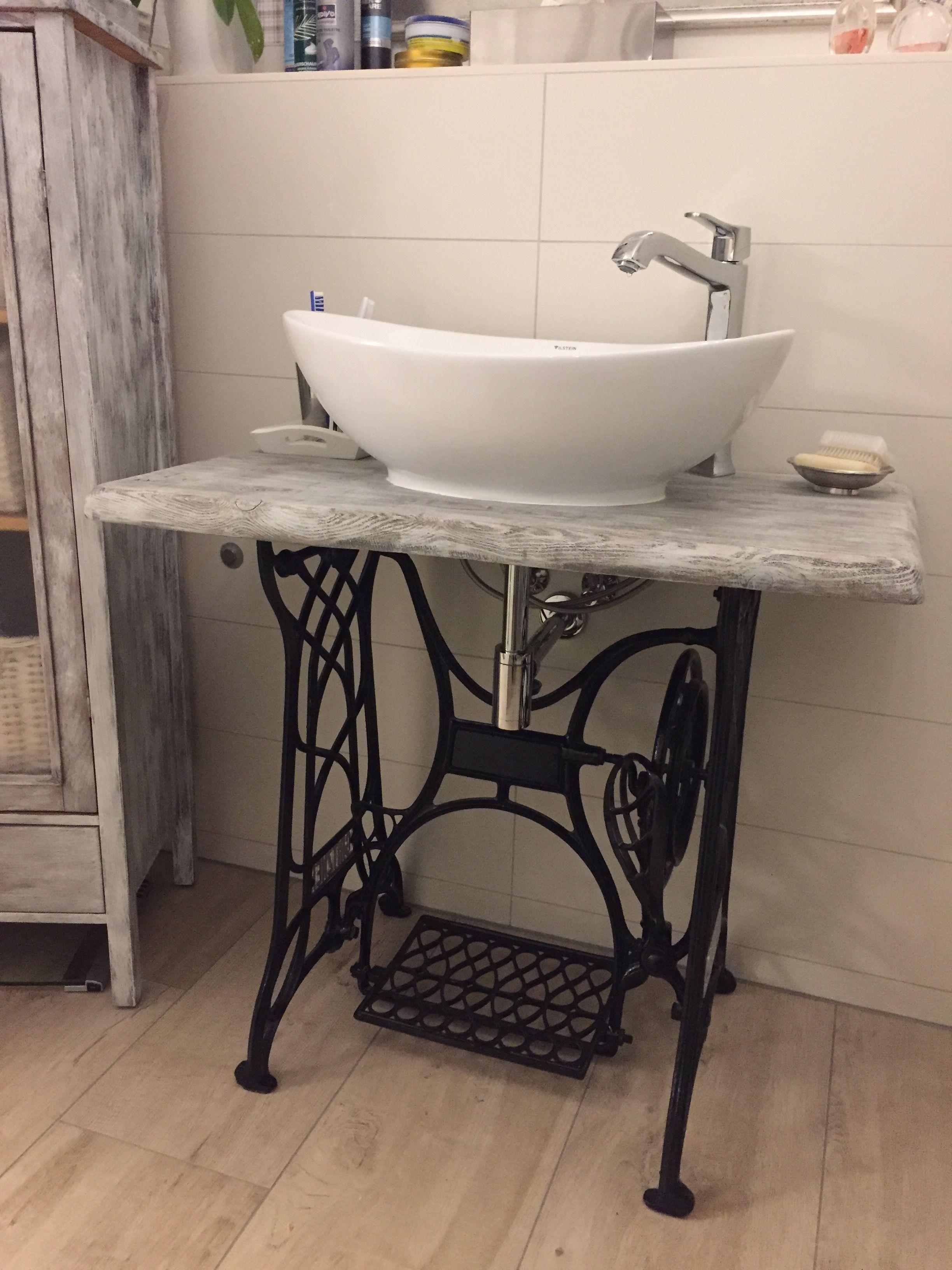 selbstgebauter waschtisch aus einem alten n hmaschinengest azienkowe pomys y bathroom. Black Bedroom Furniture Sets. Home Design Ideas