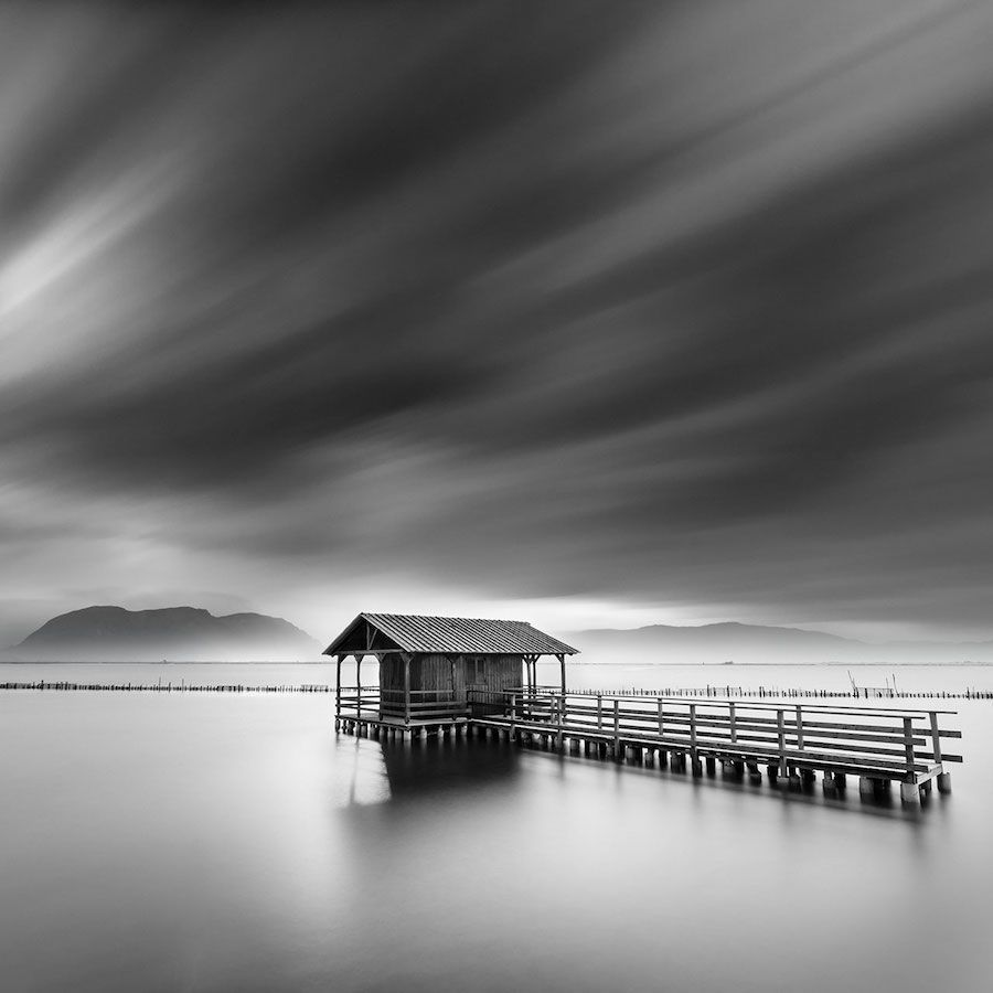 Minimalist Photographer Captures Dramatic Depth Of Nature In Black And White Photo Noir Et Blanc Paysage Photographie Minimaliste Paysage Noir Et Blanc