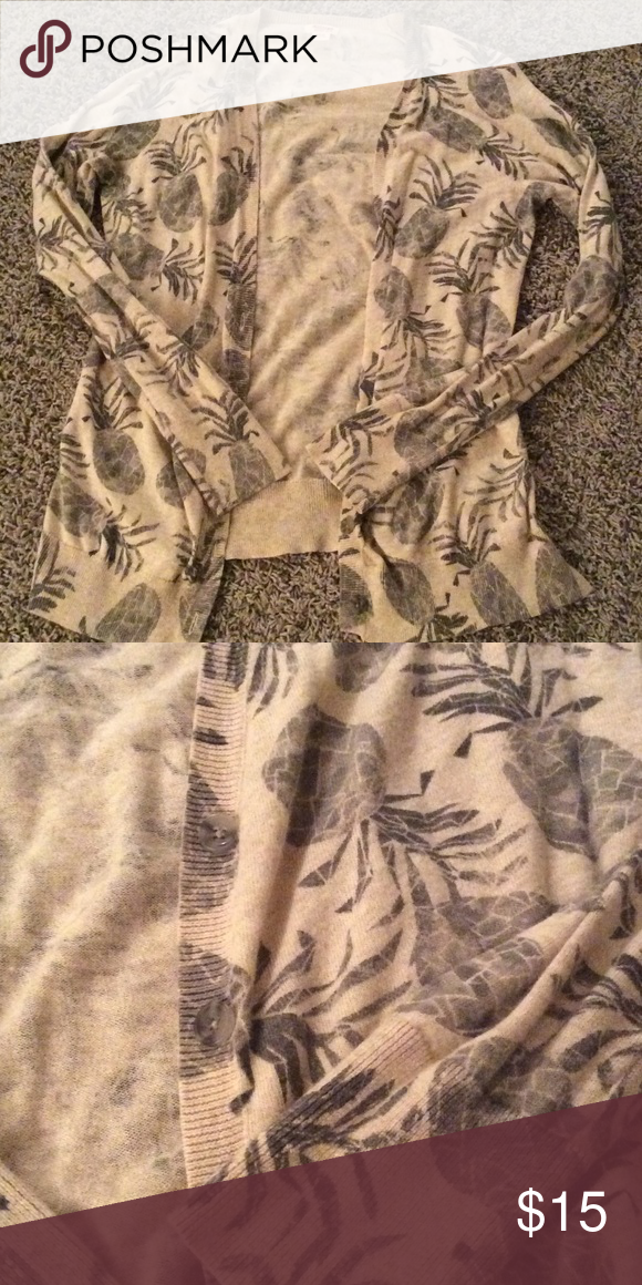 Pineapple cardigan Cream and grey pineapple cardigan with 5 buttons. Cardigan hits just below the hips. Never worn and in excellent condition. Mossimo Supply Co. Sweaters Cardigans