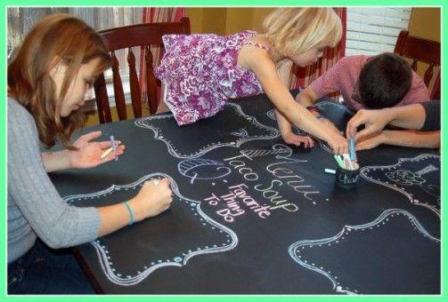 Renueva la mesa con pintura de pizarra