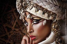 Maquillaje: Aarón Blanco Modelo: Luna Cohelo Fotografía: Victor López