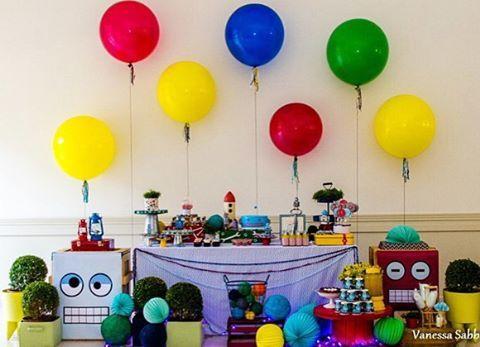 Festa super bacana e descolada com tema Robô, adorei! 6 balões gigantes ficaram ótimos como painel, adorei! Por @fresafestas  #kikidsparty