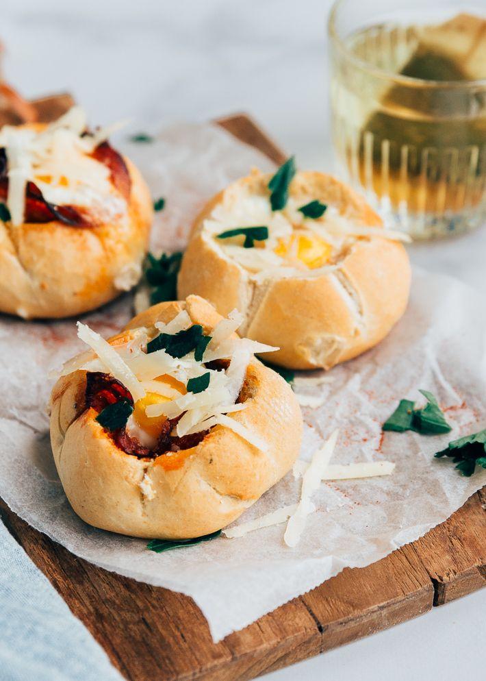 Broodjes Gevuld Met Ei En Chorizo Uit Pauline S Keuken Recept Broodjes Voedsel Ideeen Paasrecepten Diner